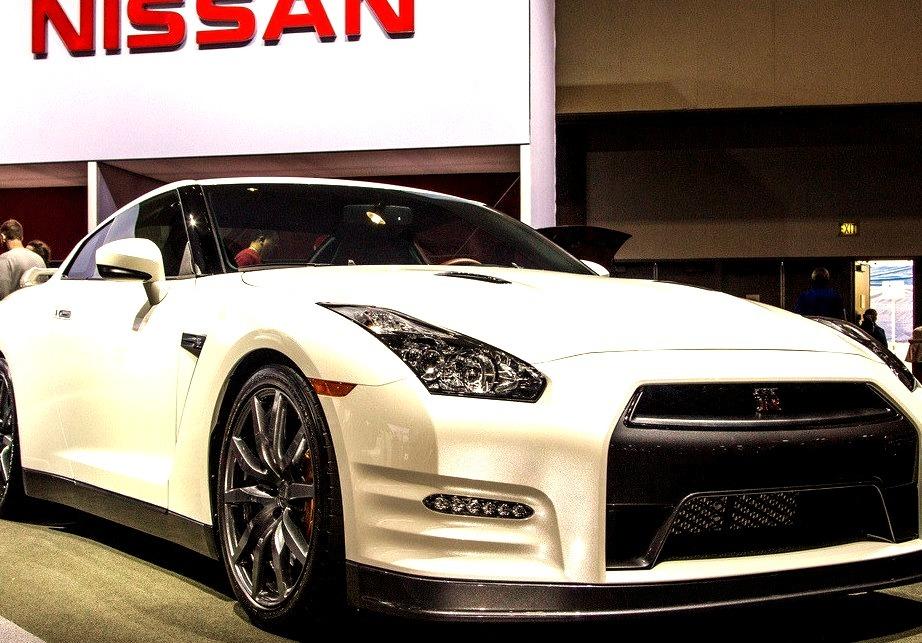 13 Nissan GT-R