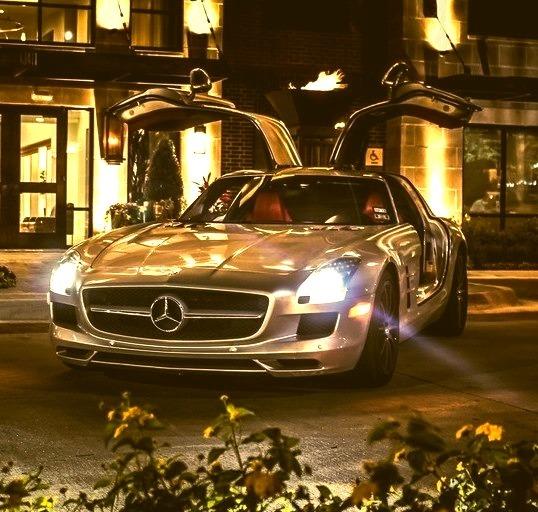 Mercedes-Benz SLS AMG GT (Instagram @uptownexoticrental)