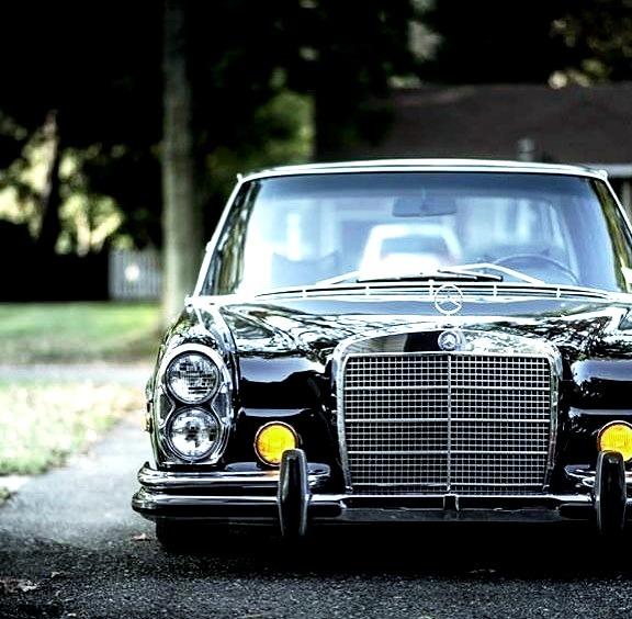 Mercedes-Benz 280 SEL (Instagram @squaekythinger)
